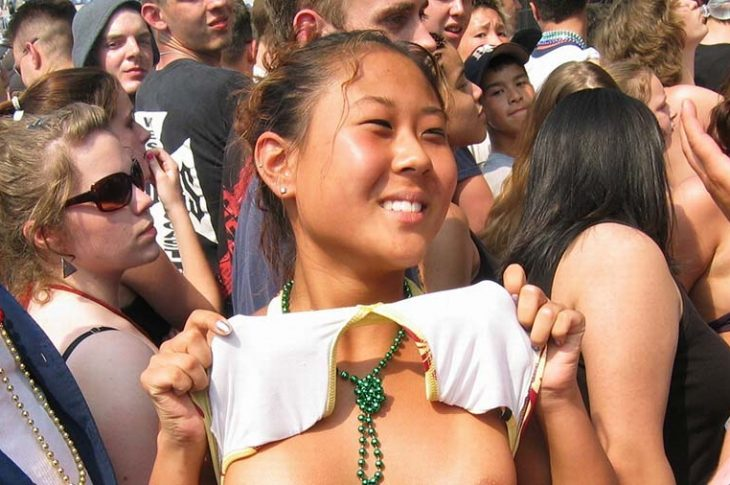 asian flashing tits