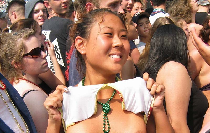 asian flashing tits